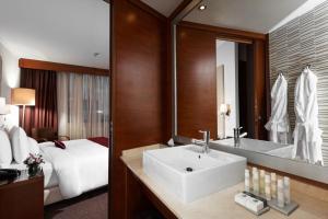Отель Doubletree by Hilton - фото 6
