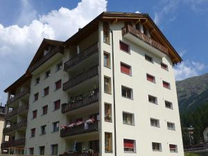 Apartment Chesa Islas, Apartmanok  Pontresina - big - 1