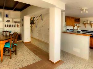 Holiday Home Casa La Marea, Sea View Sunsets, Ferienhäuser  Arrieta - big - 16