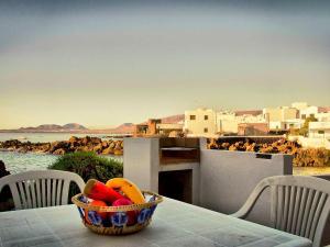Holiday Home Casa La Marea, Sea View Sunsets, Nyaralók  Arrieta - big - 19