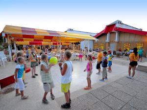 Holiday Home Camping Resort Kažela.3, Holiday homes  Medulin - big - 9