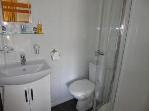 Woodlands Guest House, Penzióny  Brixham - big - 10