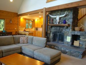 07MF Silver Lake Chalet w/Hot Tub! - Maple Falls