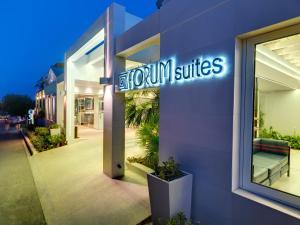 Forum Suites, Szállodák  Káto Daráco - big - 84