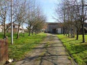 La Loge, Ferienhäuser  Génouillé - big - 14