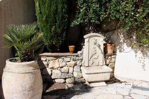 Le Mas Du Galoubet, Guest houses  Le Rouret - big - 3