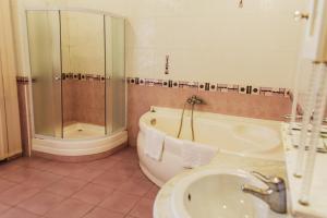Hotel Malibu, Hotel  Simferopol - big - 35