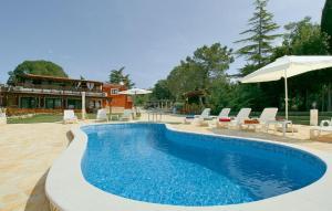 Apartment Brutija 16 with Outdoor Swimmingpool