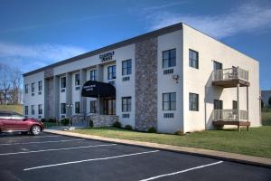 Brinton Hotel and Suites