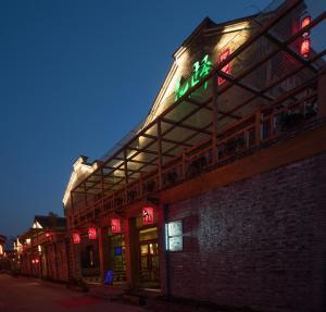 Huayi Inn