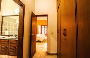 Anara Villa Service Apartments - Sainik Farm, Апартаменты  Нью-Дели - big - 29