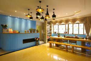 Haijiao Honglou Inn