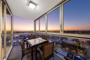 Two-Bedroom Apartment with Sky View