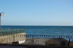 Stanze sul Mare B&B, Bed and Breakfasts  Salerno - big - 16