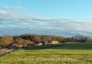 Les Deux Abbesses en Vert   La Grande Maison