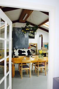 Atelier La Luna, Bed & Breakfast  Berkenwoude - big - 4
