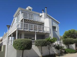 Point Village Accommodation - Hennie Bottom