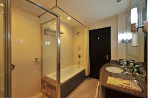 Dalian Friendship Hotel, Отели  Далянь - big - 4