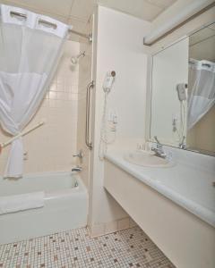 Baymont Inn & Suites Sandusky, Szállodák  Sandusky - big - 24