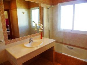 Villa Majestic, Vily  Estepona - big - 22