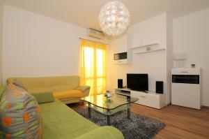 Apartments Katica 3465, Apartments  Makarska - big - 1