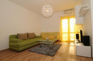 Apartments Katica 3465, Apartments  Makarska - big - 2