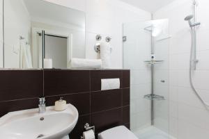 Apartments Križan 3500, Apartments  Podstrana - big - 2