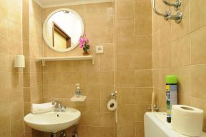 Apartments Katica 3465, Apartments  Makarska - big - 13