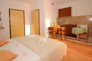 Apartments Katica 3465, Apartments  Makarska - big - 12