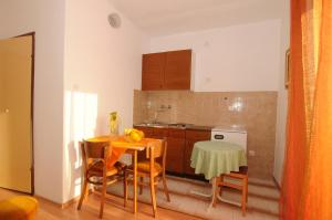 Apartments Katica 3465, Apartments  Makarska - big - 11