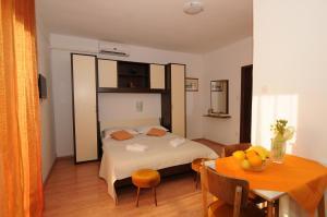 Apartments Katica 3465, Apartments  Makarska - big - 9