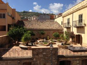 I Colori dell'Arcobaleno, Bed & Breakfasts  Santo Stefano di Camastra - big - 23
