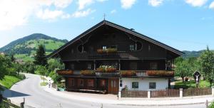 Haus Seiwald, Apartmány  Niederau - big - 1