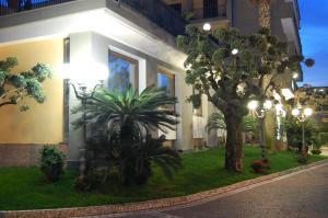 Hotel Ristorante Donato, Hotely  Calvizzano - big - 76
