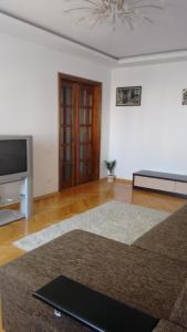 Apartment on Vernadskogo 28
