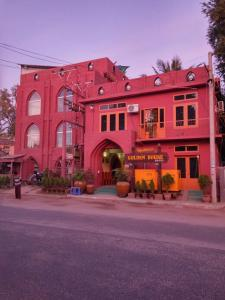 Golden House Hotel - Burmese Only