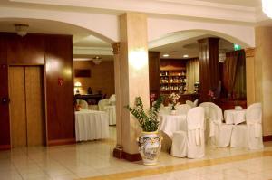 Hotel Ristorante Donato, Hotely  Calvizzano - big - 68