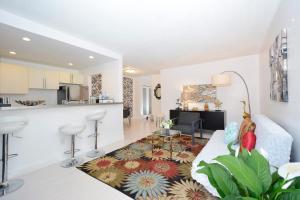 1021 Ocean Walk - Apartment - Miami Beach
