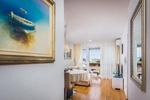 Art of Split Apartment