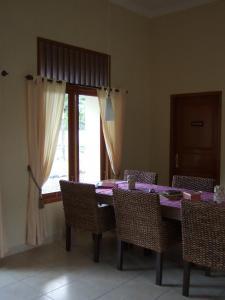 Guesthouse Rumah Senang, Гостевые дома  Kalibaru - big - 55