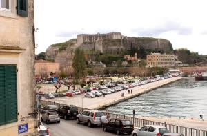 Sea & Fortress View Corfu Town Apartment, Apartmanok  Korfu - big - 5