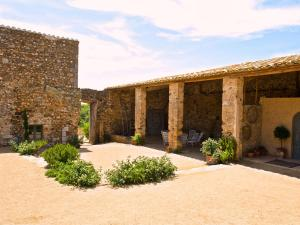 holiday home castell vallgornera peralada