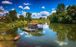 Sirena Boat