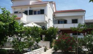 Two-Bedroom Apartment in Barbat I, Ferienwohnungen  Barbat na Rabu - big - 15