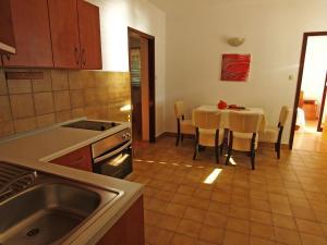 Two-Bedroom Apartment in Barbat I, Ferienwohnungen  Barbat na Rabu - big - 4
