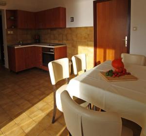 Two-Bedroom Apartment in Barbat I, Ferienwohnungen  Barbat na Rabu - big - 3