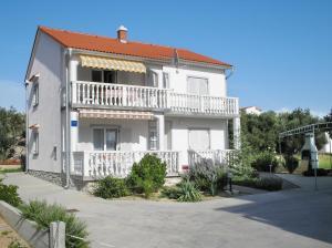 Apartment in Rab/Insel Rab 16212, Ferienwohnungen  Barbat na Rabu - big - 1