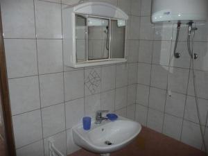 Apartment in Rab/Insel Rab 16212, Apartmány  Barbat na Rabu - big - 10