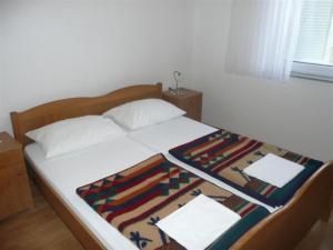 Apartment in Rab/Insel Rab 16212, Ferienwohnungen  Barbat na Rabu - big - 5