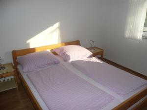 Apartment in Rab/Insel Rab 16212, Ferienwohnungen  Barbat na Rabu - big - 4